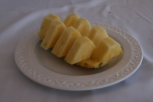 freshly cut pineapple slices