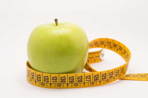 Measuring an apple