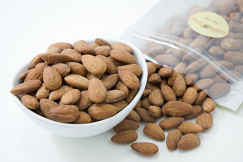 Rich in Omega-3 and fibre, almonds are a great source of protein.