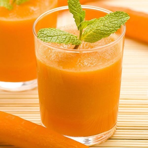 Carrot juice with mint