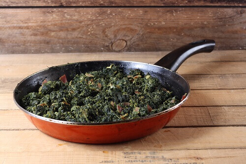 frying-pan-with-spinach-in-it