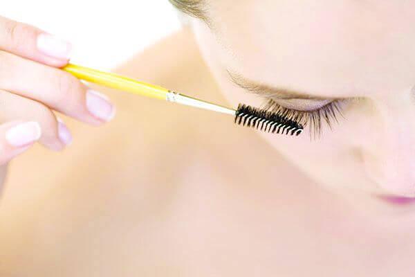 Brushing lashes