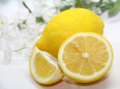 Shiny hair with lemons